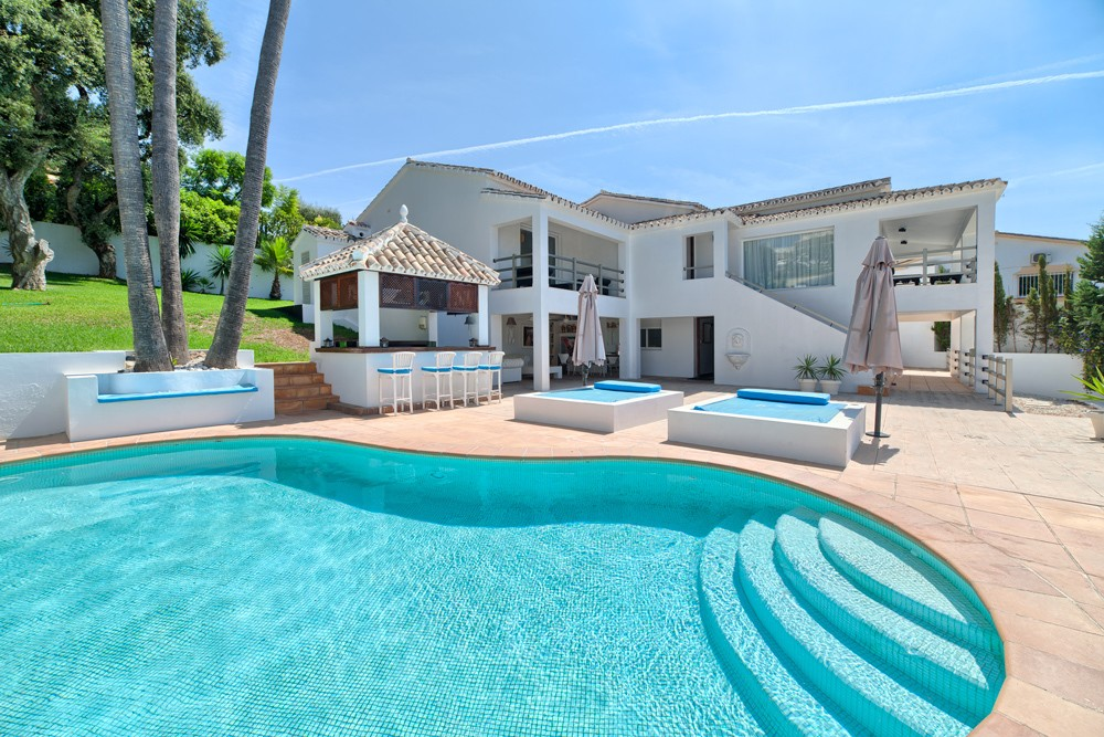 photo: house/residence of  10 million earning Marbella, Spain-resident